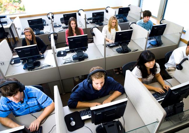 Sector de call center en El Salvador busca contratar a 12.000 personas