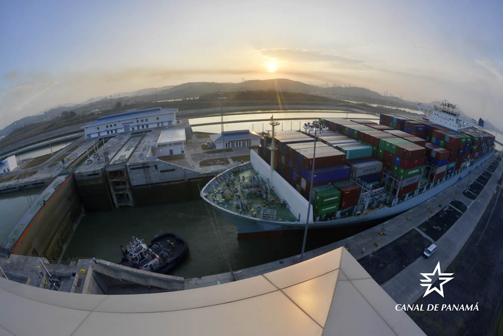 Canal de Panamá alcanza seis mil tránsitos neopanamax
