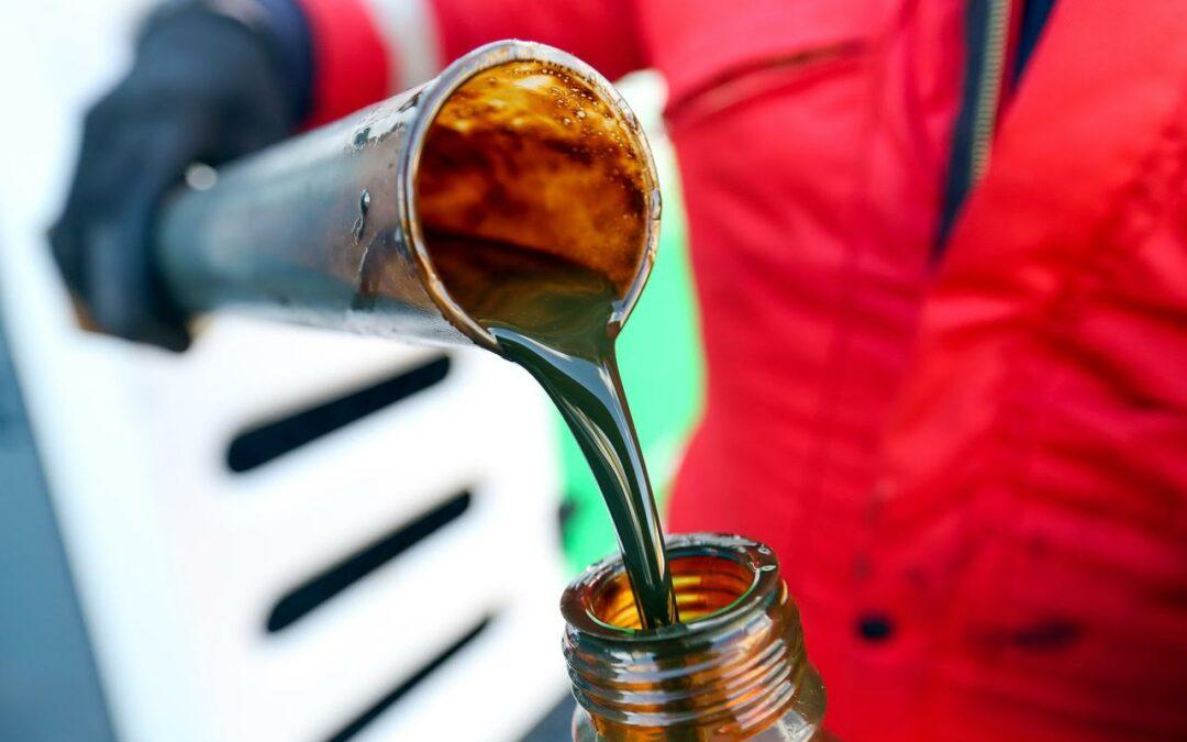 El petróleo WTI retrocede a US$25 por barril, su nivel más bajo desde 2003