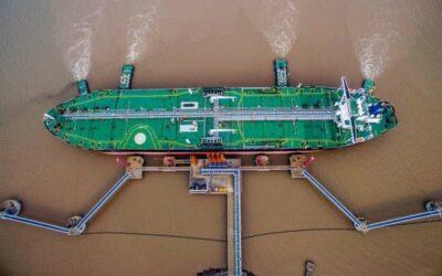 El mundo batalla contra el peor impacto petrolero en años