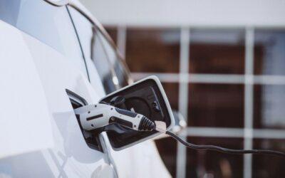 Ventas de vehículos eléctricos caerían un 18% en 2020, pero…