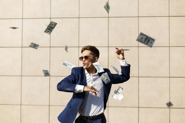 Los 5 errores más graves que los jóvenes cometen con su dinero