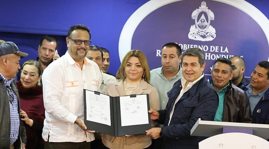 Honduras: Gobierno y maestros firman acuerdo de aumento salarial