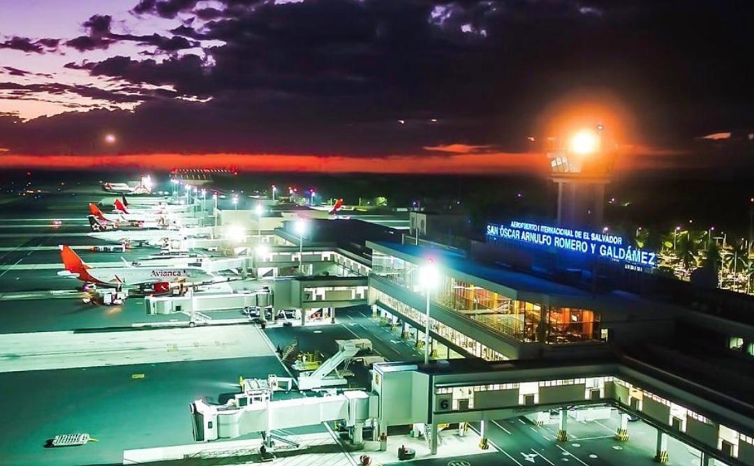 El Salvador cierra aeropuerto a vuelos de pasajeros por coronavirus
