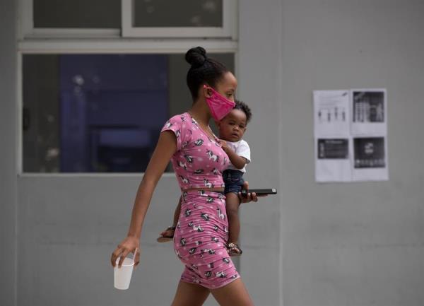 Imponen multas de hasta US$1.724 en República Dominicana por no usar mascarilla