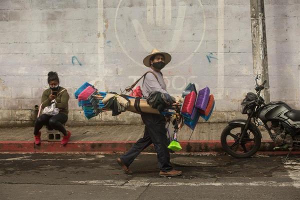 La deuda de los guatemaltecos aumentó un 5,8 % en 2020, pero se redujo la morosidad