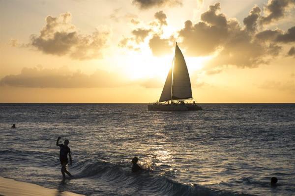 """BID augura una caída """"sin precedentes"""" del turismo en Latinoamérica y el Caribe"""