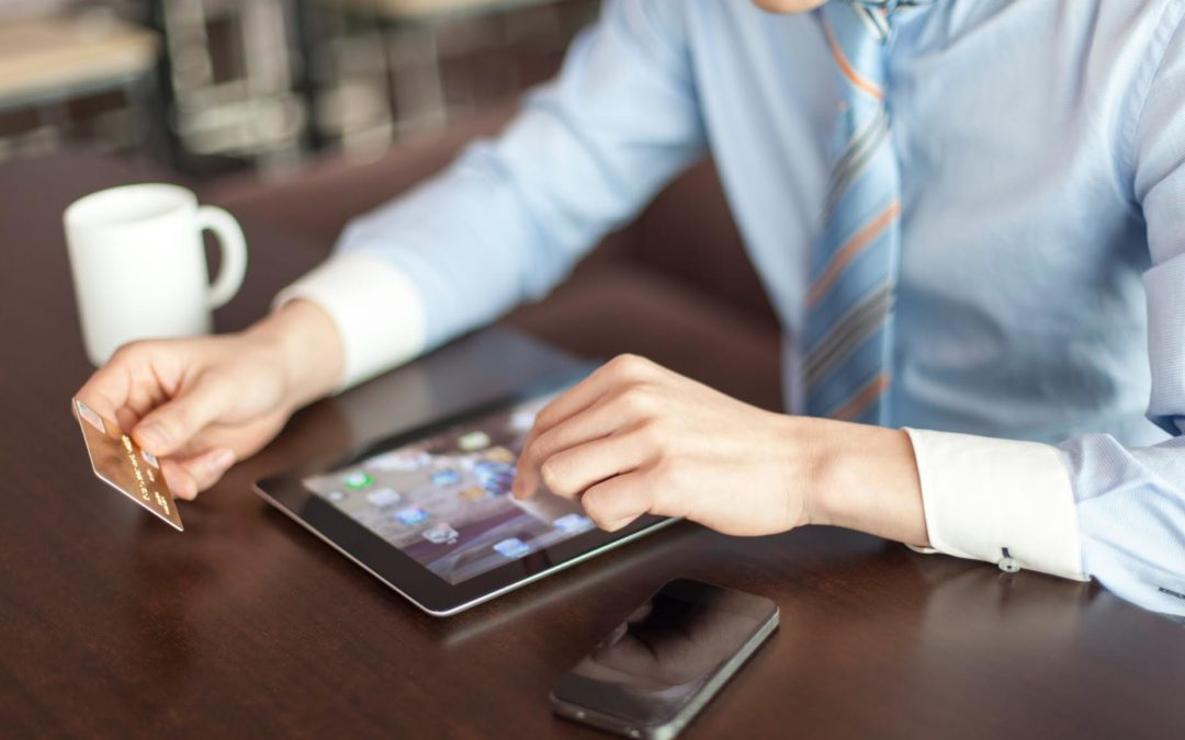 Aumenta el uso del comercio electrónico y del débito en América Latina y el Caribe