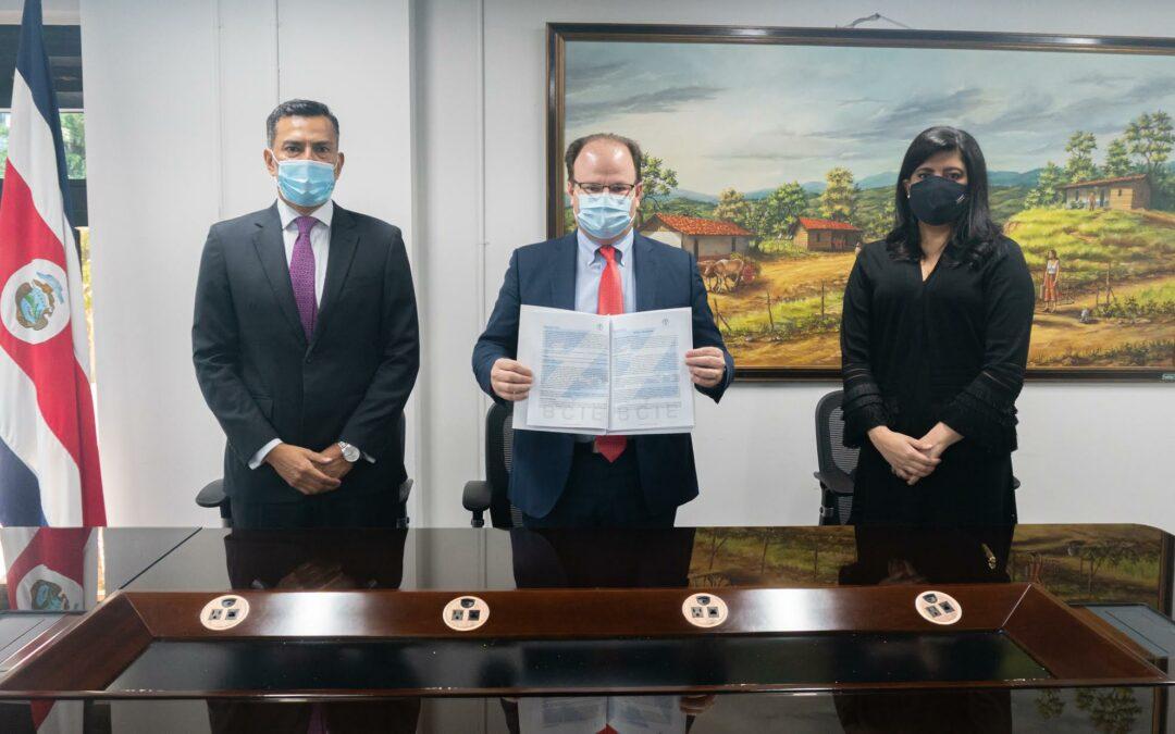 BCIE y Gobierno de Costa Rica firman contrato de crédito por US$300 millones