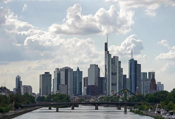 Bolsas europeas cierran dispares una semana de fuertes descensos