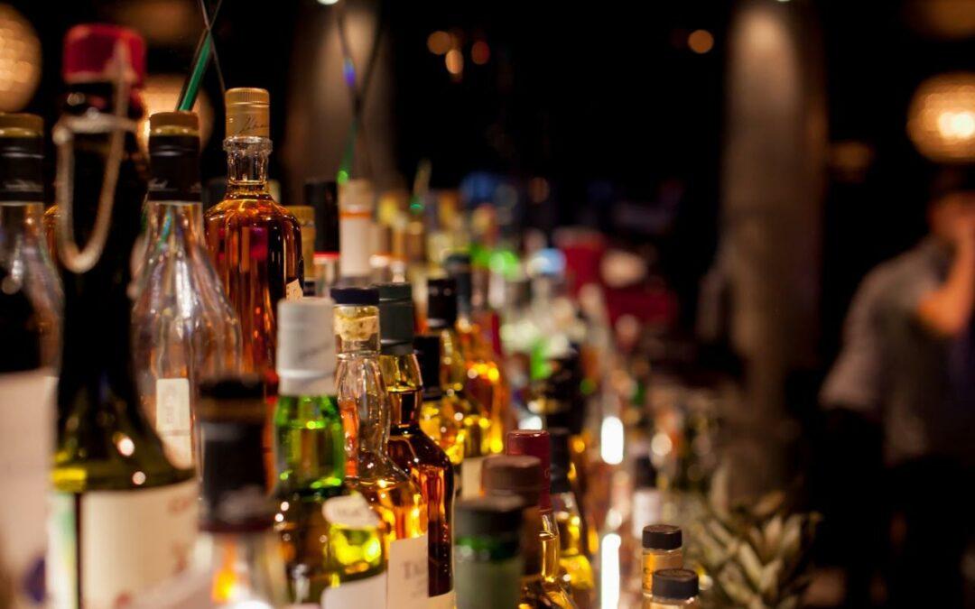 Crece 300 millones de litros el comercio ilícito de bebidas alcohólicas en América Latina