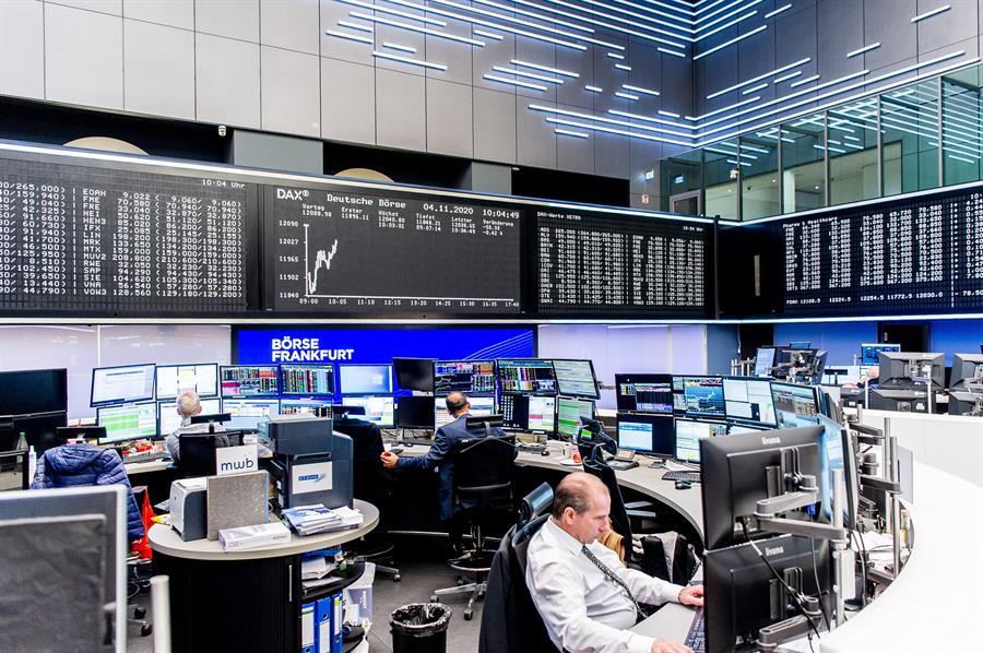 Bolsas europeas empiezan al alza pendientes de la pandemia y de resultados