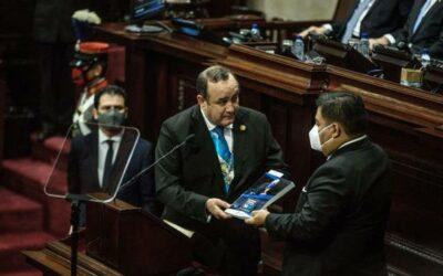 Guatemala: Giammattei llega a su primer año de Gobierno distanciado de su vicepresidente