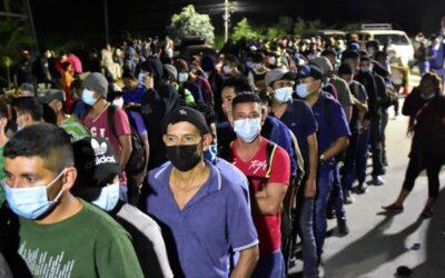Centenares de migrantes hondureños se concentran en nueva caravana para salir hacia EE.UU.