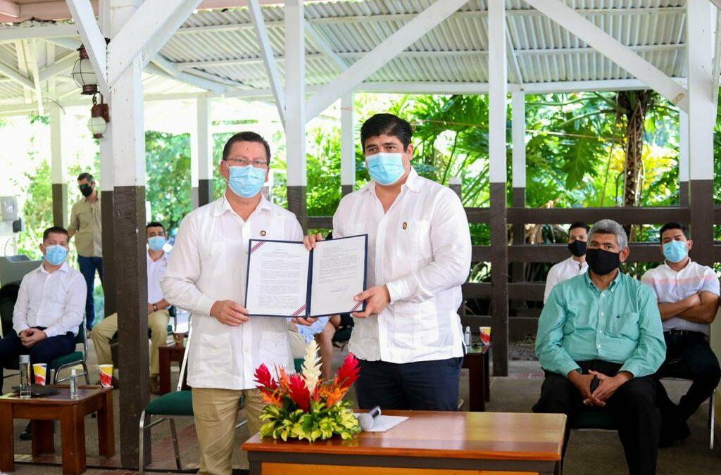 Costa Rica: Firman directriz que procura beneficios económicos y de infraestructura en región Caribe