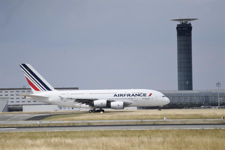 Grandes aerolíneas europeas y americanas perdieron 46.787 millones de euros en 2020