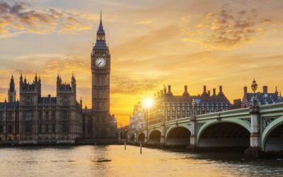 Gobierno británico ensayará «pasaportes» covid en cines y eventos deportivos