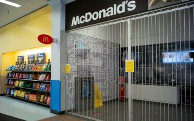 McDonald's cierra la mayoría de restaurantes en supermercados Walmart de EE.UU.