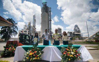 Representantes del Gobierno de los Estados Unidos visitan planta PROGRESO en San Juan Sacatepéquez