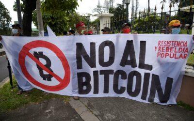 Grupo de salvadoreños pide la derogación de ley para el uso del bitcóin