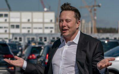 Elon Musk anuncia un robot humanoide en medio de investigaciones sobre Tesla