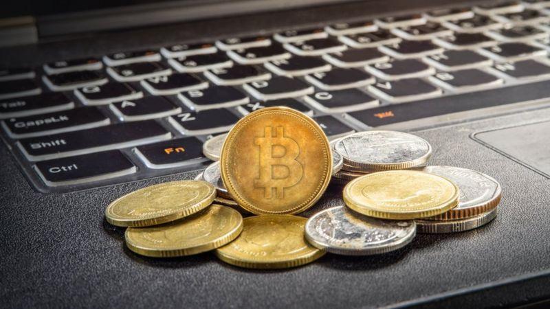 Bitcóin baja un 5% después de que China declare ilegales las criptomonedas