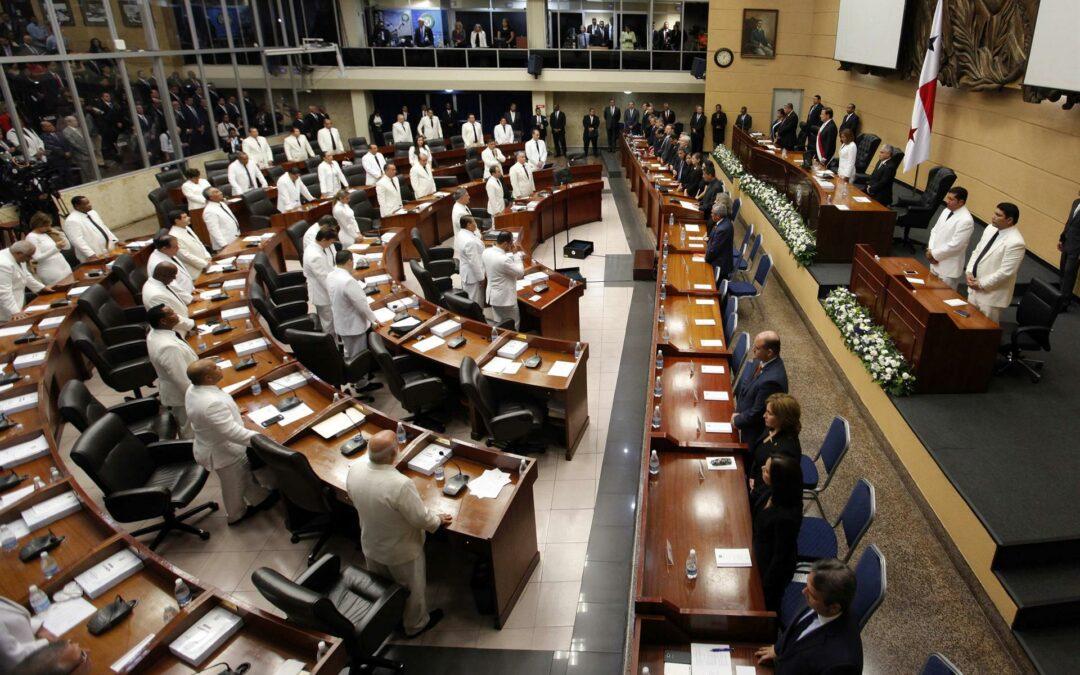 Críticas al Parlamento por cambios al proyecto de reforma electoral en Panamá