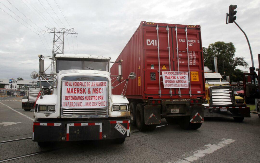 Transportistas de carga inician una huelga indefinida en Panamá