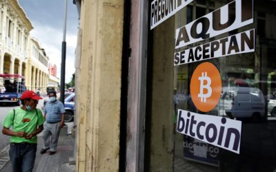 Bitcóin cumple un mes de adopción en El Salvador con dudas en su transparencia