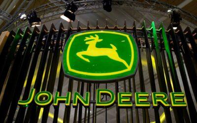 Unos 10.000 empleados de John Deere se declaran en huelga en Estados Unidos